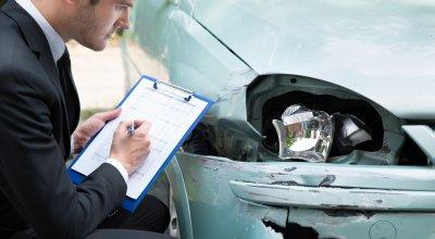 Gutachten bei Autounfall